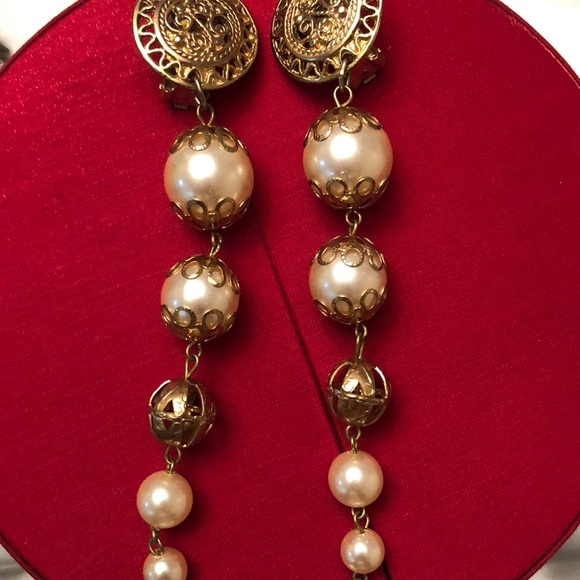 Vintage gold faux pearl strand clip on earrings
